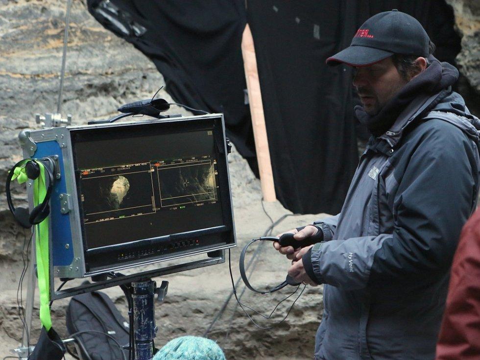 Natáčení filmu Tenkrát v ráji v Tiských stěnách.
