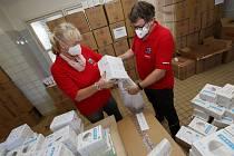 Rozvoz ochranných pomůcek ze skladu v Ústí nad Labem je v plném proudu.