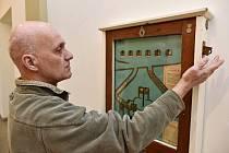 Prvorepublikový mechanický výherní přístroj značky Forbes zapůjčil do muzea Ústečan Luděk Nedvěd. Opravil ho, a tak si jej návštěvníci mohou i vyzkoušet.