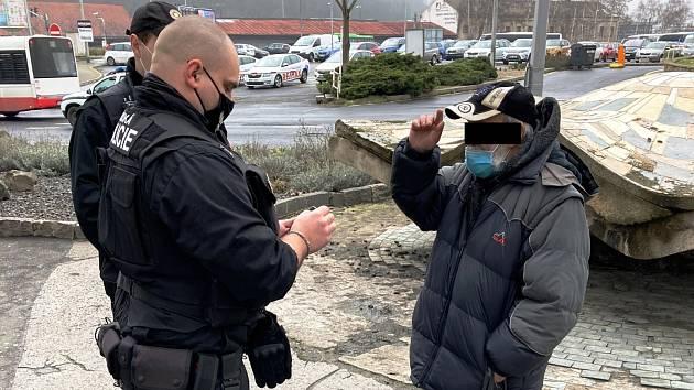 Ústečtí strážníci zadrželi muže v celostátním pátrání