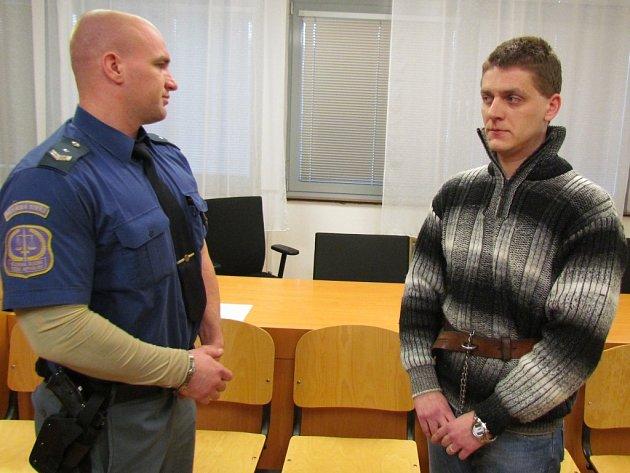 Roman Trska (vpravo) u soudu.