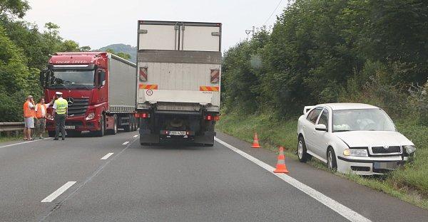 Nehoda kamionů uDolních Zálezel.