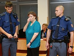 Drahomíra Jupová u krajského soudu.