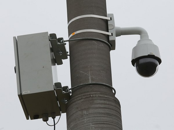 Na pořádek vokolí trolejbusové točny dohlíží nová kamera napojená na systém městské policie.