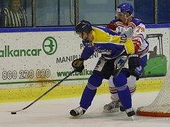 Hokejisté Ústí si domácí utkání se Šumperkem prohráli v prostřední části, kdy jim předposlední celek první ligy nasázel čtyři góly a udělal si tím výbornou výchozí pozici.