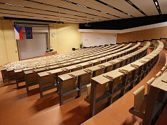 Kompletně zrekonstruovaný největší přednáškový sál již netrpělivě čeká na své studenty.