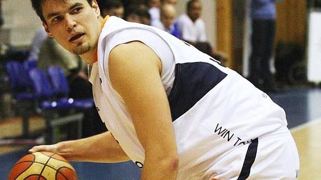 JE DUŠÍ TÝMU. Basketbalový pivot Miroslav Soukup patří k Děčínu neodmyslitelně. V týmu působí už jedenáctou sezonu a před podpisem je další nová smlouva. Současný kontrakt mu končí v létě.
