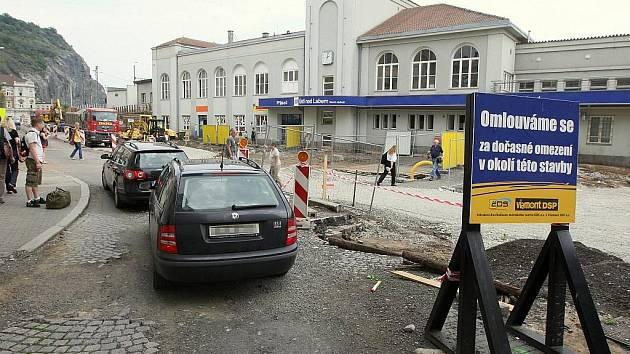 Prostor před hlavním vlakovým nádražím prochází rozsáhlou přestavbou.