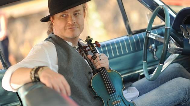 Pavel Šporcl a jeho zázračné modré housle.
