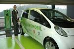 Majitelé eletromobilů mohou využít první veřejnou nabíječku na Ústecku.