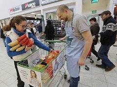 Více než 2,5 tuny potravin odevzdali Ústečané během sobotní Národní potravinové sbírky.