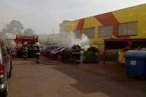 Požár kontejneru na sklo zaměstnal hasičské jednotky.