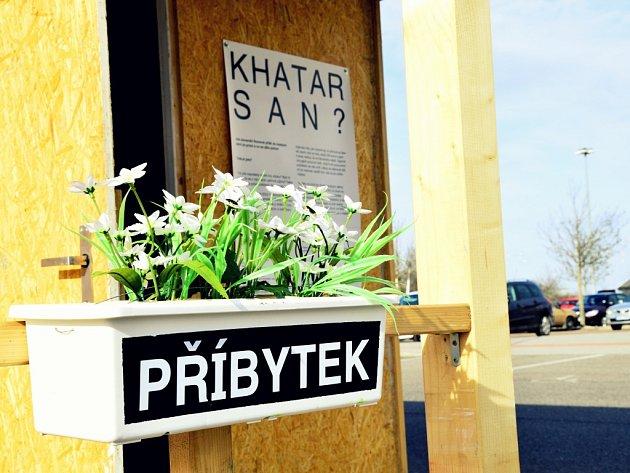 Z výstavy Khatar san? v Praze.