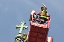 Do věže ústeckého kostela sv. Pavla udeřil blesk, k opravě byla třeba plošina vysoká 45 metrů.