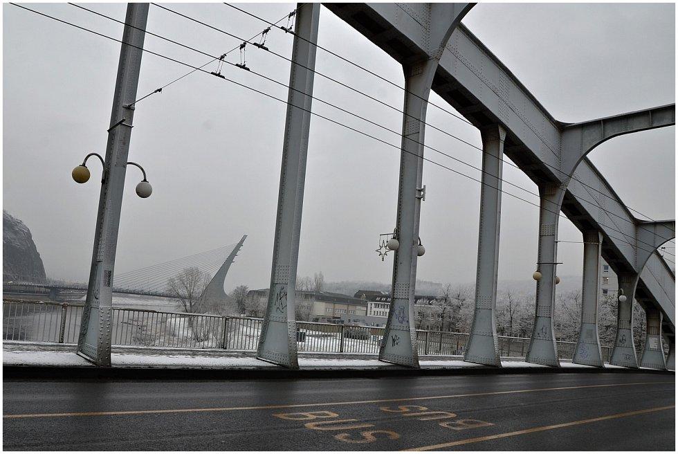 Sníh na ústeckých mostech