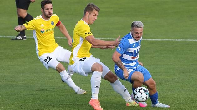 Vasil Kušej (v bílomodrém) v dresu FK Ústí nad Labem. Toto spojení je, alespoň prozatím, minulostí.