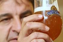 Hustá pivní pěna, výrazná chuť a síla.