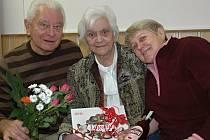 Alžbětě Kisilové gratuloval ke stým narozeninám i syn s partnerkou.