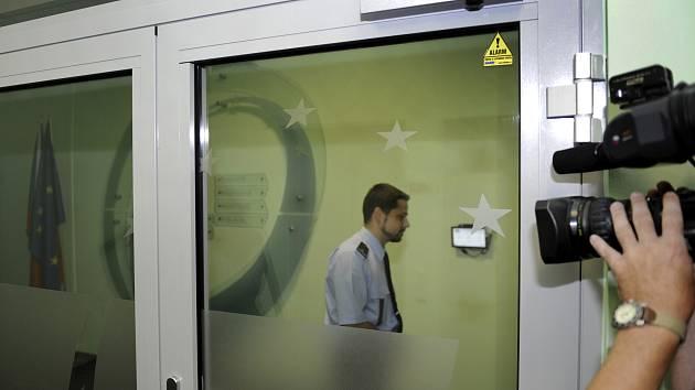 Policie 1. června v Ústí nad Labem prohledávala kanceláře Úřadu Regionální rady ROP Severozápad, který rozděluje peníze z EU. Na snímku jsou vstupní dveře budovy. Většina kanceláří je podle mluvčí úřadu Marcely Klíchové zapečetěná.