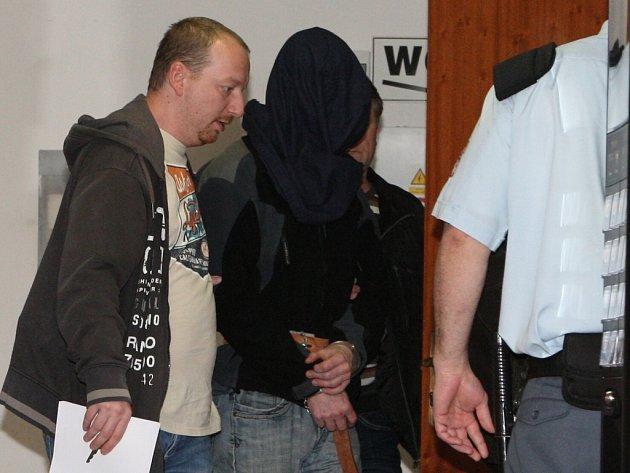 K vraždě podnikatele a vlivného politika ČSSD Romana Housky se přiznal muž středního věku z Teplicka.