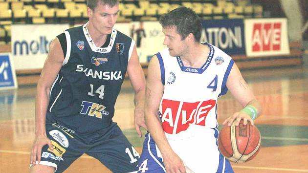 Tomáš Holešovský v souboji s Nečasem