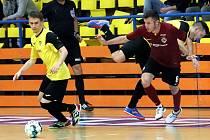 1. FUTSAL liga - 1. kolo. Futsalisté Rapidu Ústí (žlutočerní) bojovali statečně ale favorizované Spartě Praha(rudočerní)  podlehli 1:6.