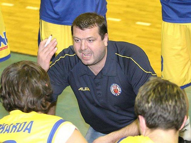 I v další sezoně povede společně s Vratislavem Stavělem ústecké basketbalisty Dominik Feštr.