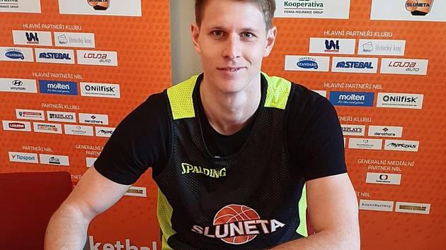 Basketbalista Lukáš Bažant podepsal ve SLUNETĚ Ústí nad Labem smlouvu na dva roky.