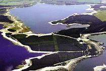 Jezera mění krajinu na turistickou oblast.