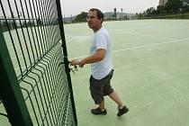 Nové multifunkční sportoviště nám ukázal správce Martin Jakoubek.