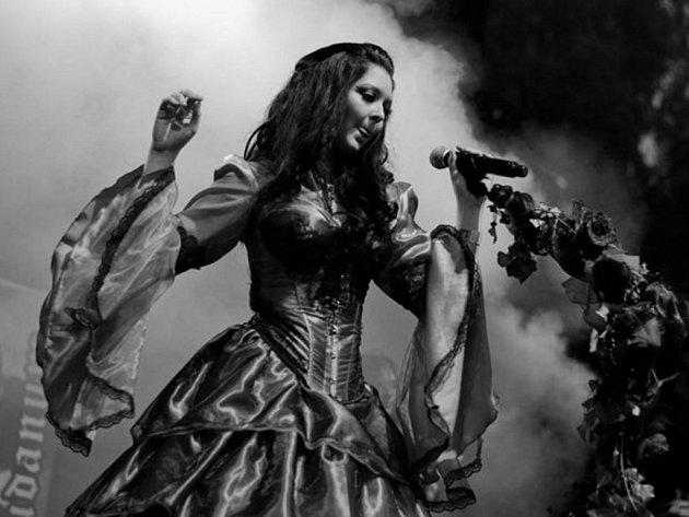 S Adagio Funebre vystoupí také Carpatia Castle se zpěvačkou Veronikou Seidlovou.