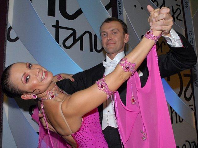 Jolana Voldánová s Janem Tománkem, rodákem z Ústí nad Labem, v soutěži StarDance 2007.