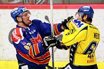 Ústečtí hokejisté (žlutí) vyhráli na ledě českobudějovického Motoru 3:1.