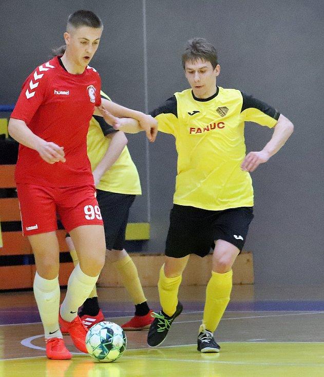 Rapidu Ústí (žlutočerní) se podařilo v dohrávce 15. kola 2. ligy zdolat Pampuch Liberec (červení) těsně 6:5.