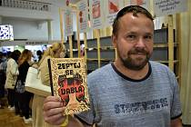 Michal Vrba s novou knihou Zeptej se ďábla na veletrhu Svět knihy.