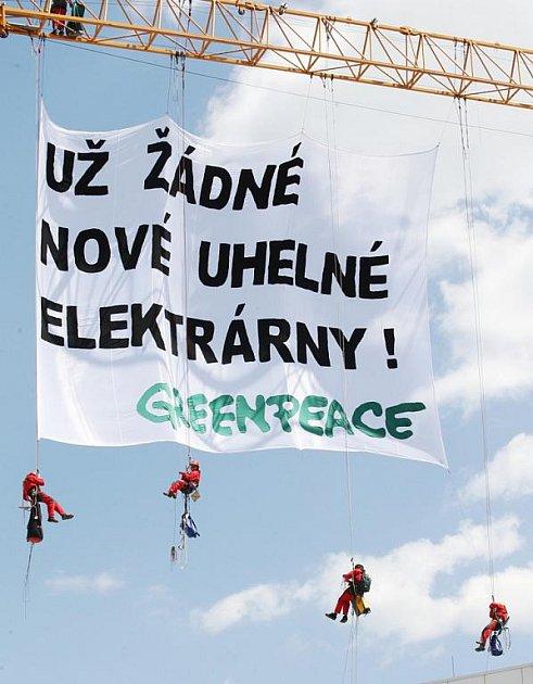 Členové Greenpeace protestovali v centru Ústí
