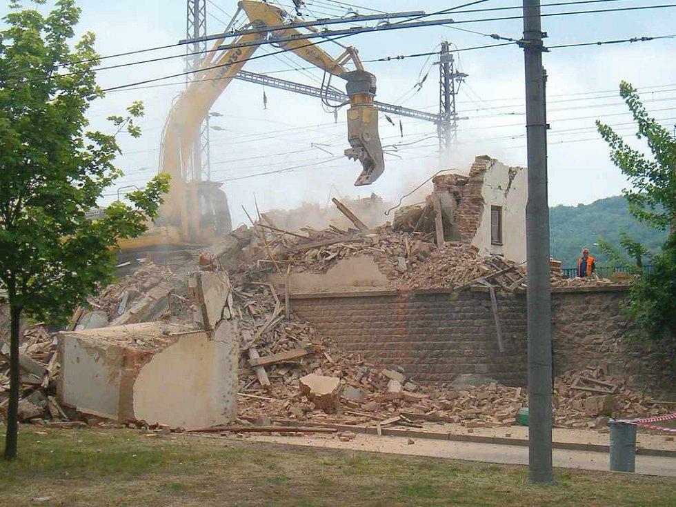 Kvůli demolici strážního domku u železniční tratě bude zastávka Přístav posunuta