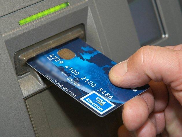 Samoobslužné pokladny mají šetřit čas. Lidé zaplatí kartou i mimo otevírací dobu