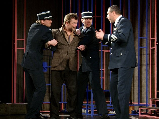 Gangsteři pobaví v Docela velkém divadle Litvínov.