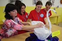 V krajském kole soutěže prodavačských dovedností ukázali soutěžící, jak umí vážit a balit.