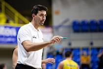 Zápas 3. kola basketbalové Kooperativa NBL mezi BK Opava a Sluneta Ústí nad Labem 6. října 2018. Trenér Slunety Ústí nad Labem Antonín Pištěcký.