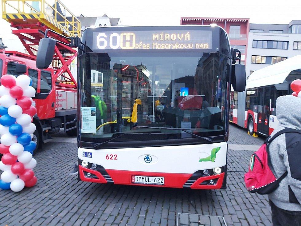 V Ústí představili nové vozy MHD