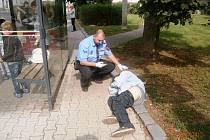 Opilý bezdomovec v Masarykově ulici v Ústí.