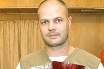 Petrovický hrající předseda Rudolf Glaser.