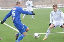 Ústečtí fotbalisté (modří) prohráli v Mostě 0:2.