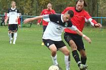 Fotbalisté Střekova (červení) prohráli v Modlanech 1:5.
