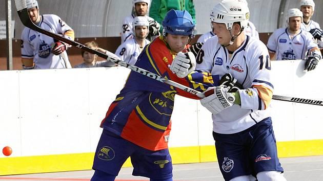 Hokejbalisté ústecké Elby DDM sehrají o víkendu dva zápasy, ze kterých chtějí získat plný počet bodů.