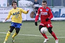 Ústečtí fotbalisté (vpravo Franc) sehrají v sobotu v Děčíně poslední duel základní skupiny Tipsport ligy. Jejich soupeřem bude Kladno.