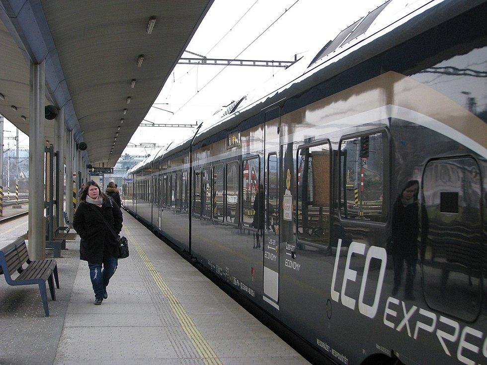 """Osobní vlaky Leo Expressu. I tento dopravce se dostal do užšího výběru """"tendru"""" na provoz motoráků v kraji."""
