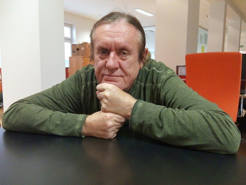 Karel Horký v redakci Ústeckého deníku.